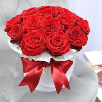 18 red roses in a box